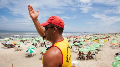 12 Dicas para evitar afogamento na praia