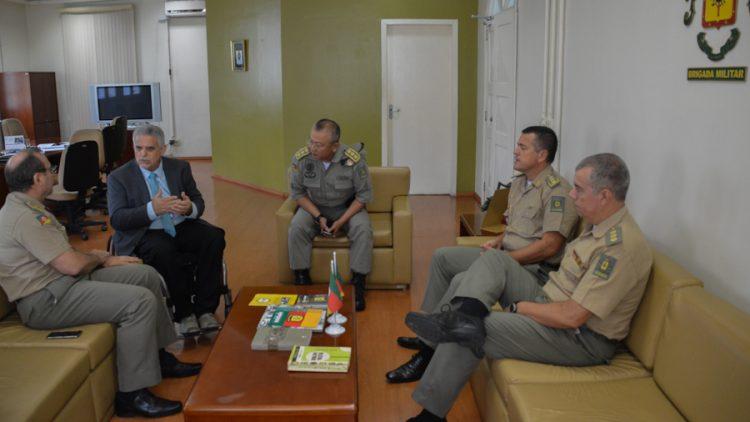 Presidente do SINDSEGRS visita o Comando da Brigada Militar