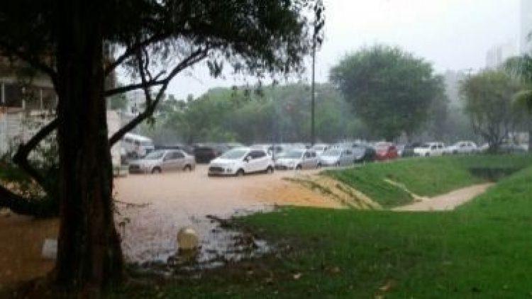 Seu carro parou na chuva? O seguro pode não cobrir; entenda