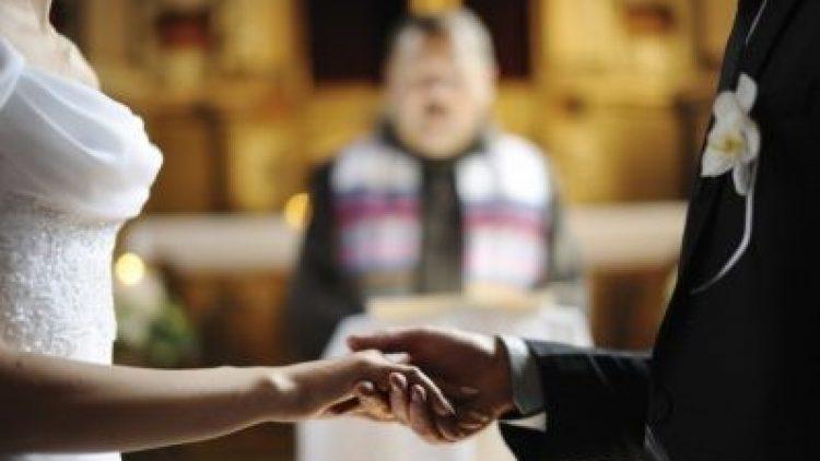 Seguro de casamento é opção para noivos evitarem 'dor de cabeça'