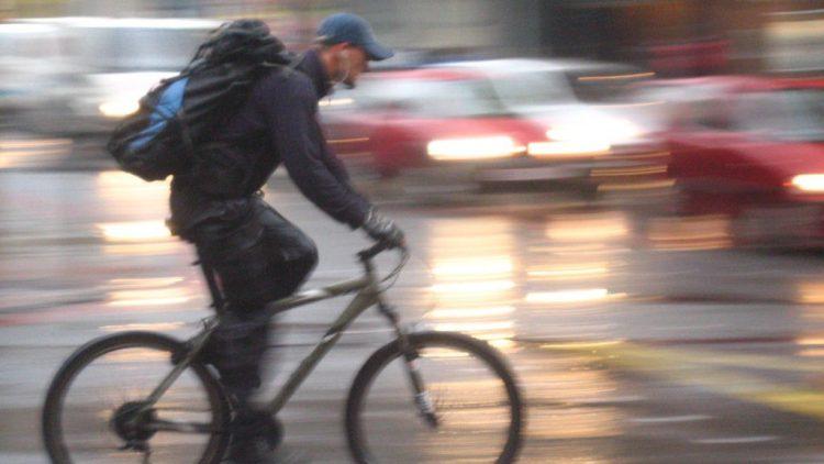 OMS recomenda limite de 50km/h para reduzir mortes no trânsito; velocidade alta causa um terço de óbitos por acidentes