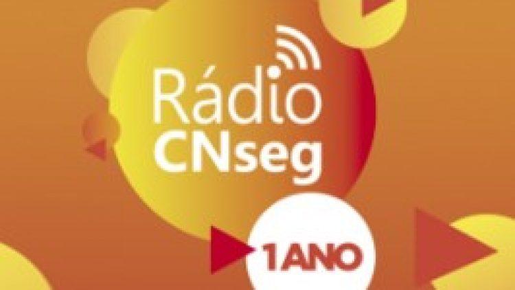 Rádio CNseg completa 1 ano, estreia nova programação e promove debate