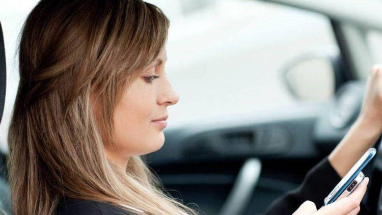 Apps dão até 50% de desconto no seguro do carro a quem dirige bem