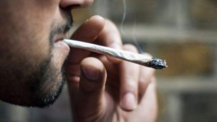 Companhias avaliam aumento do seguro de fumantes de maconha