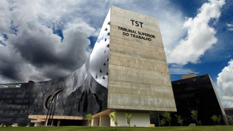 TST pode definir plano de saúde dos Correios