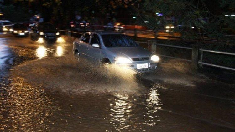 Com chuvas, confira o seguro: maioria de contratos cobre prejuízos em carros e imóveis com alagamento
