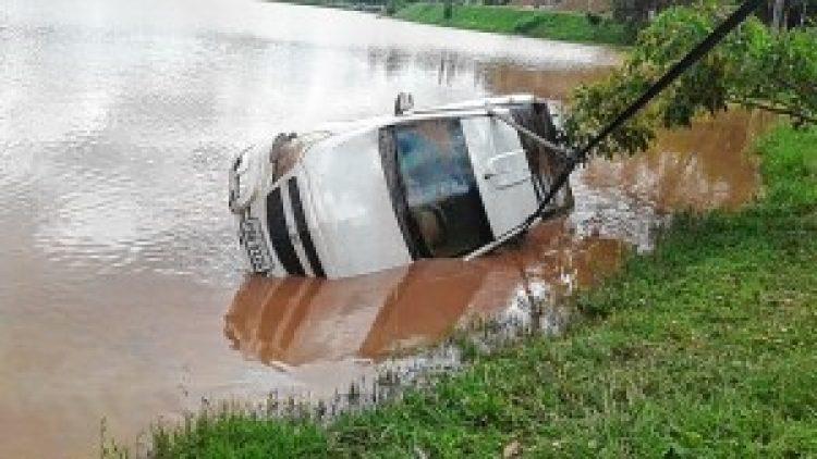 Motorista joga carro em lago e é preso em flagrante por tentativa de 'golpe do seguro'