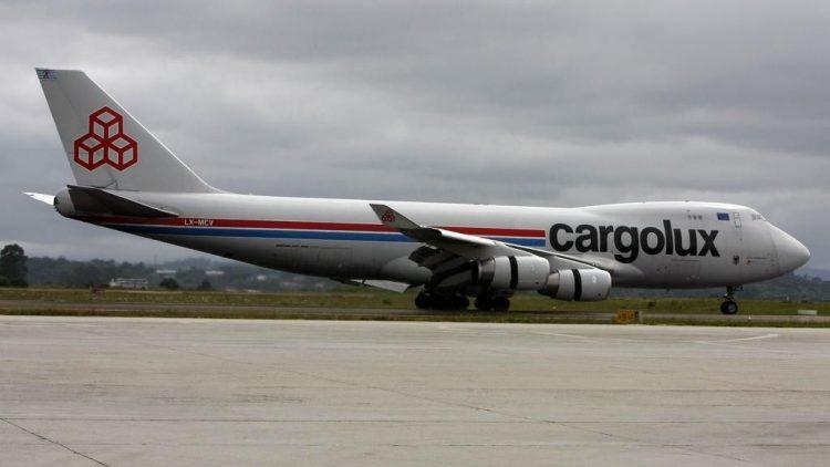 Para fugir de roubos nas estradas, empresas transportam de remédios a celulares por aviões