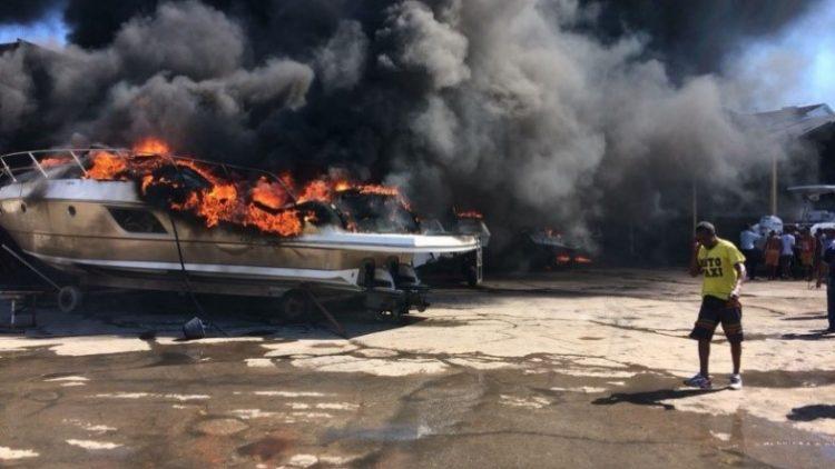 Incêndio em Salvador danifica lanchas de até R$1mi