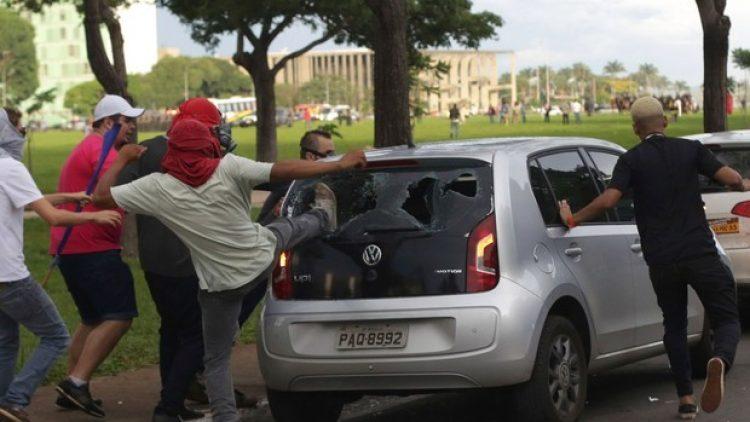 Comissão rejeita PL que obriga seguro auto a cobrir danos por vandalismo