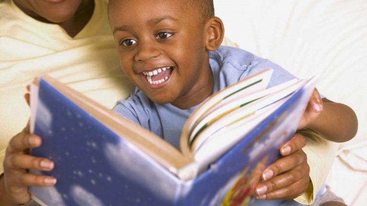 Com patrocínio do GRUPO SEGURADOR BANCO DO BRASIL E MAPFRE, projeto leva livros a pacientes e acompanhantes em hospitais