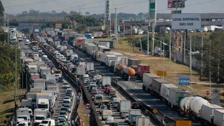 Lojas do McDonald's vão à Justiça por seguro de perdas com caminhoneiros
