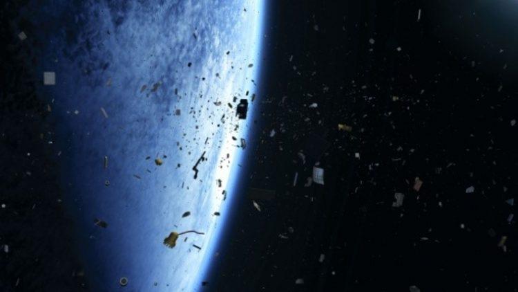 Existem 19 mil objetos na órbita terrestre sob risco de queda, afirma estudo de seguradora
