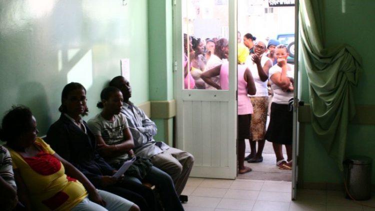 Governo quer envolver seguradoras na solução para transporte de doentes em Cabo Verde