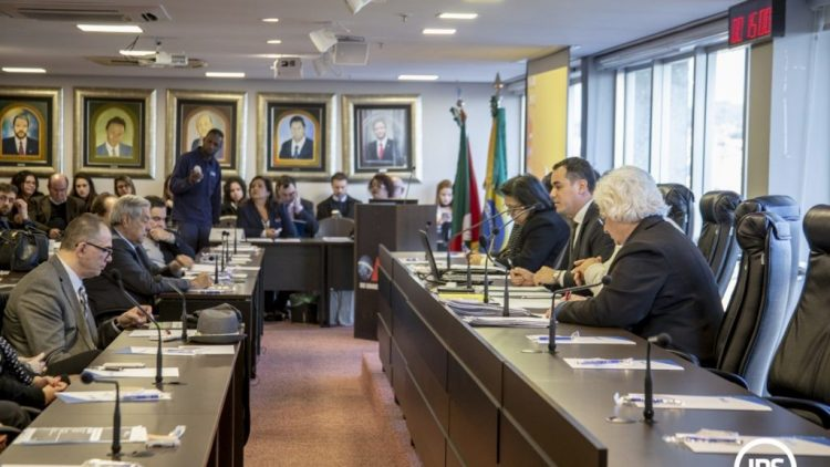 OAB/RS debate contratos de seguro sob ótica constitucional Especialistas abordam consenso social e subjetividade jurídica