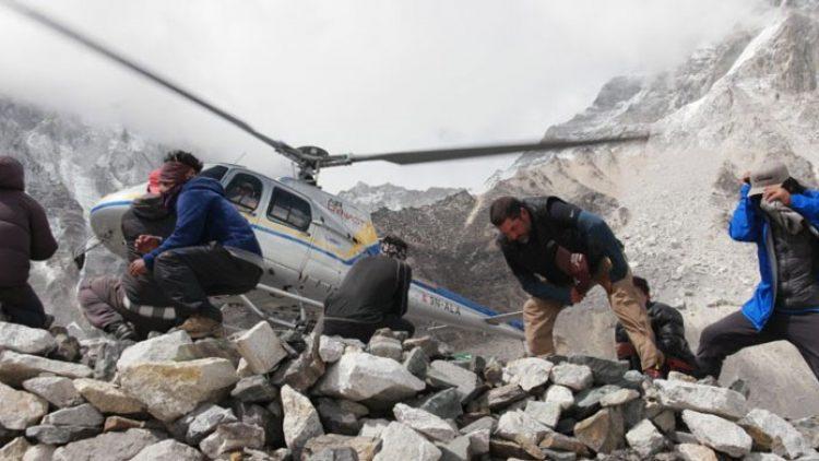 Resgates fraudulentos viram problema para montanhistas no Everest