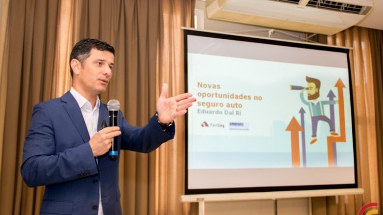 """""""Novas oportunidades do seguro auto"""" foram apresentadas no workshop do SindSeg em Santa Maria"""