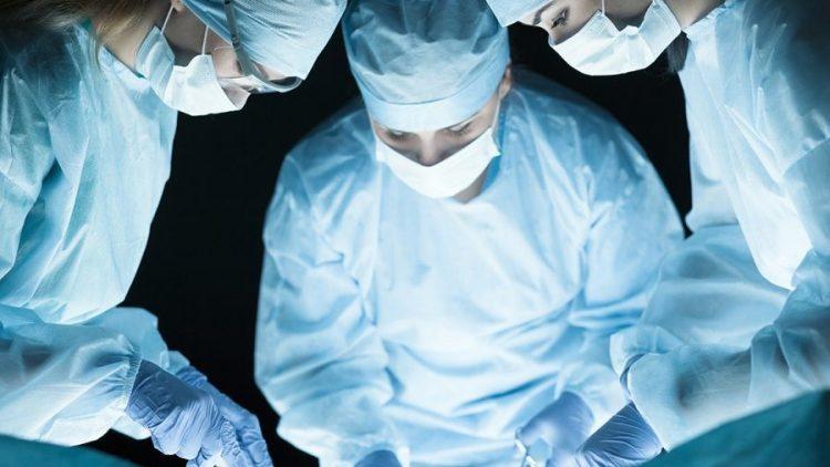 Seguradora deve custear cirurgia para redução de mamas