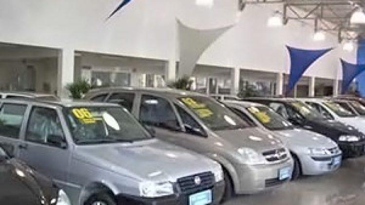 Ao não informar que carro era sucata, seguradora e vendedor causam dano moral