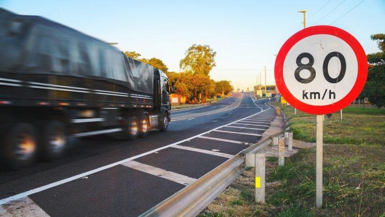 Seguradora pode negar indenização para motorista que transita com velocidade em excesso