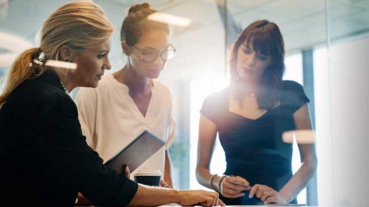 Mulheres são maioria no mercado, menos entre corretores