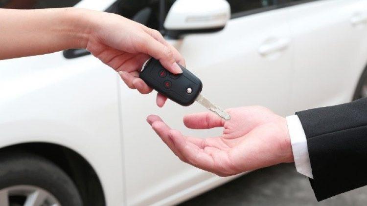 Entregar as chaves do carro para manobrista pode fazer o segurado ficar sem a indenização em caso de sinistro